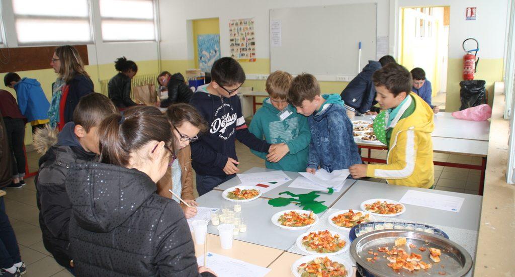 La matinée européenne du vendredi 17 mai a réuni les élèves de cm  & 6ième des écoles de Plémy, Ploeuc & Hénon